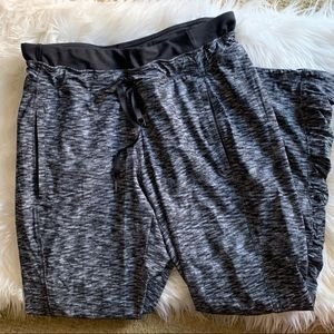 Lululemon Runderful Pant Dramatic Static Like New!